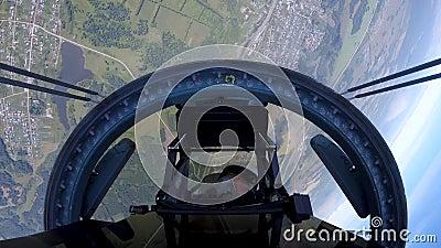 Piloto do su-35 está girando na cabine como um foguete decolando para o espaço filme