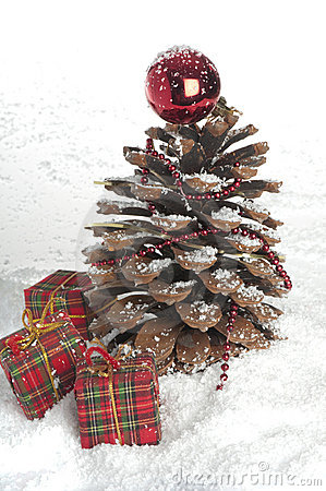 Pine cone Christmas tree and cinnamon sticks.