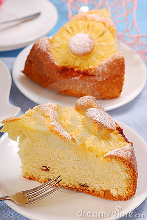 Pineapple cake with raisins