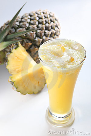 Pineapple fruit juice