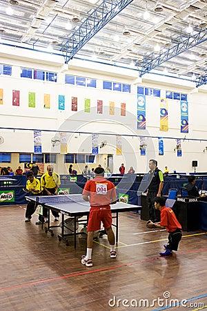Ping-pong des hommes pour les personnes handicapées Photographie éditorial