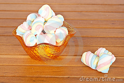 Pink marshmallows in the glass bowl