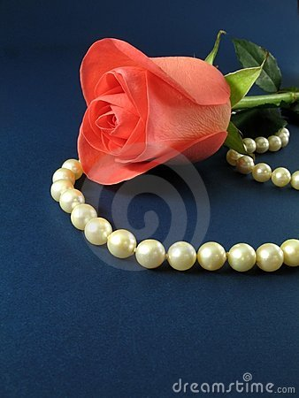 Free Pink Rose And Pearls Royalty Free Stock Image - 1819346