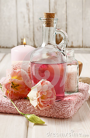 Free Pink Spa Set: Liquid Soap, Scented Candle, Towel And Rose Sea Sa Royalty Free Stock Photos - 75319618