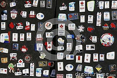 Pinos 2010 do coletor dos Olympics de Vancôver Foto de Stock Editorial
