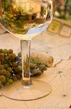 Free Pinot Grigio Reflections Royalty Free Stock Images - 170919