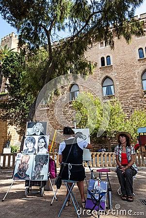 Pintor de la calle en Mallorca Fotografía editorial