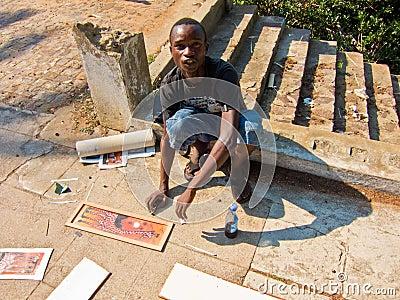 Pintor de la calle en Mozambique Foto editorial