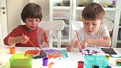 Pintura da crian?a no jardim de inf?ncia filme