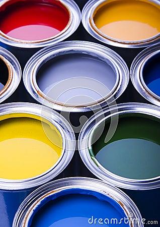 Pintura y latas