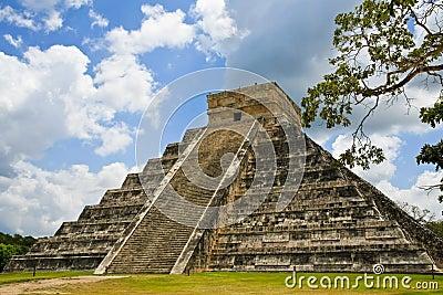 Piramide di Kukulkan a Chichen Itza