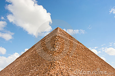 Piramide e cielo