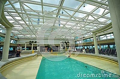 Piscina de interior, solarium de la ?leyenda de los mares? Foto de archivo editorial
