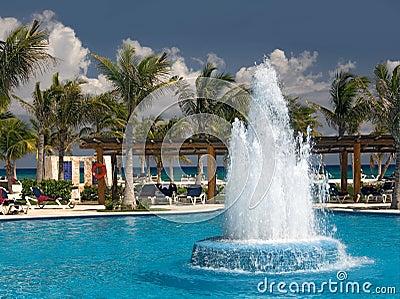 Piscina y océano de México