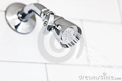 Pista de ducha del cromo el destellar
