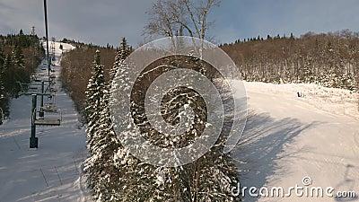 Pista de esqui Mont Tremblant do elevador de cadeiras video estoque