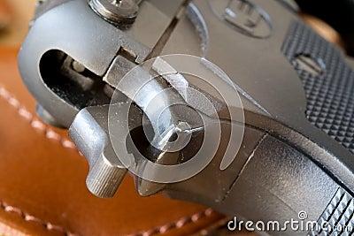 Pistol trigger lock