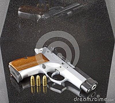 Pistola automática de 9m m