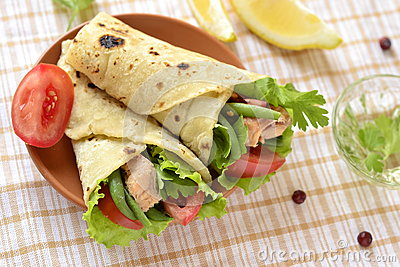 Pita bread stuffed with vegetables and fish