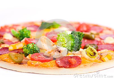 Pizza with chicken and broccoli