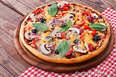 Pizza Con Frutti Di Mare Sulla Tavola Di Legno Fotografia Stock Immagine 50098338