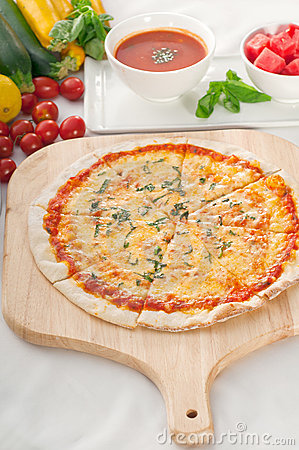 Pizza fina original italiana de la corteza