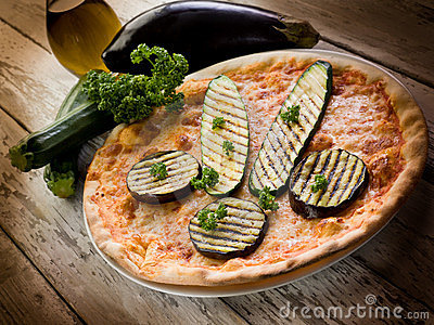 Pizza with grilled zucchinis