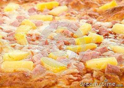 Pizza hawaiana cocinada
