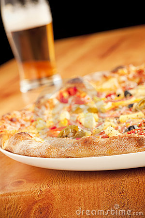 Free Pizza With Beer Royalty Free Stock Images - 9662629