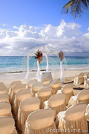 Plażowy tropikalny ślub