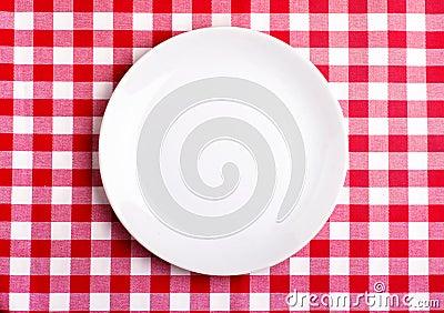 Plaat op een tafelkleed