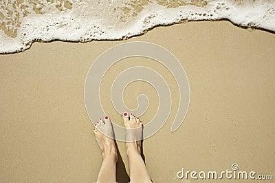 Plage avec des pieds