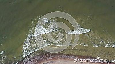 Plage et vagues de la mer Baltique, Lituanie, aérienne clips vidéos