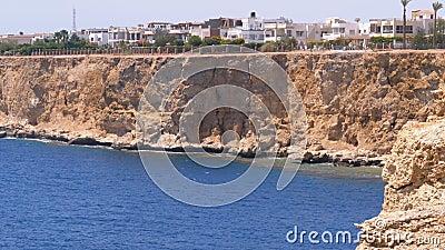Plages et hôtels en Egypte près de Shoreline sur Rocky Beach Sharm el Sheikh banque de vidéos