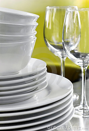 Free Plain White Plates Bowls And Crystal Wine Glasses Stock Photos - 5870163