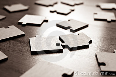 Plan rapproché de puzzles denteux