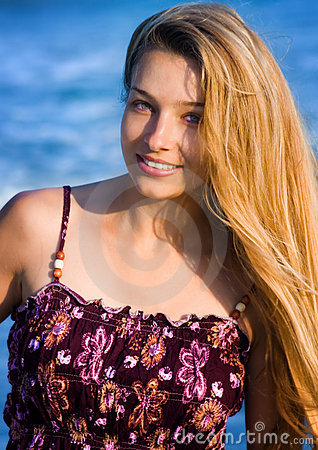 Plażowa blond kobieta