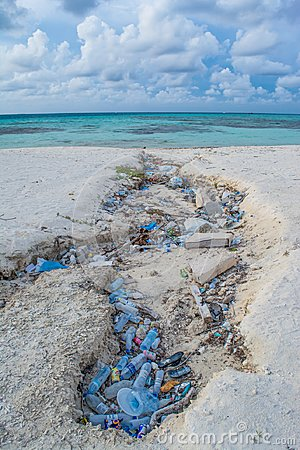 Free Plastic Bottles And Garbage At The Tropical Beach Royalty Free Stock Photography - 112801347