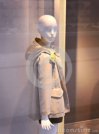 Free Plastic Child Mannequin Behind A Fashion Store Window Royalty Free Stock Images - 68886609