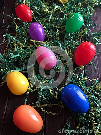 Free Plastic Easter Eggs On Green Grass Stock Photography - 109330642