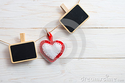 plat vide pour crire le texte avec des coeurs sur la pince linge symbo photo stock image. Black Bedroom Furniture Sets. Home Design Ideas