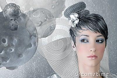 Plata futurista de la mujer del peinado del maquillaje de Fahion