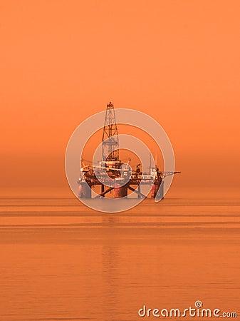 Plataforma petrolera en el mar Caspio