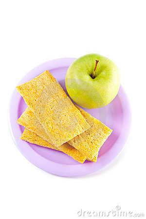 A plate with green apple and crisps