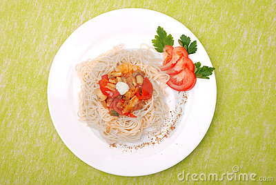 Plate of spaghetti with mushrooms and tomatoes