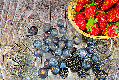 Plate with strawberries and bilberries