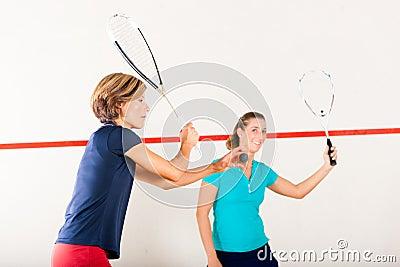 Platta till racketsporten i idrottshallen, kvinnakonkurrens