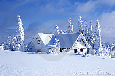 Plattelandshuisje in de winter