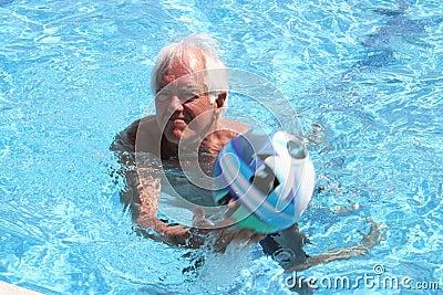 Play in swimmingpool