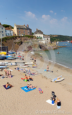 Playa Cornualles Inglaterra Reino Unido de Cawsand en la península de Rame que pasa por alto el sonido de Plymouth Imagen de archivo editorial